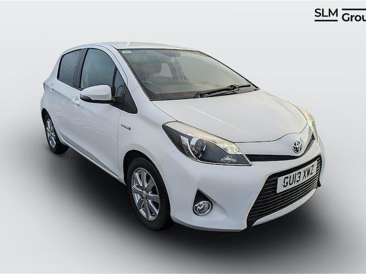 White Toyota Yaris T4 Hybrid 2013