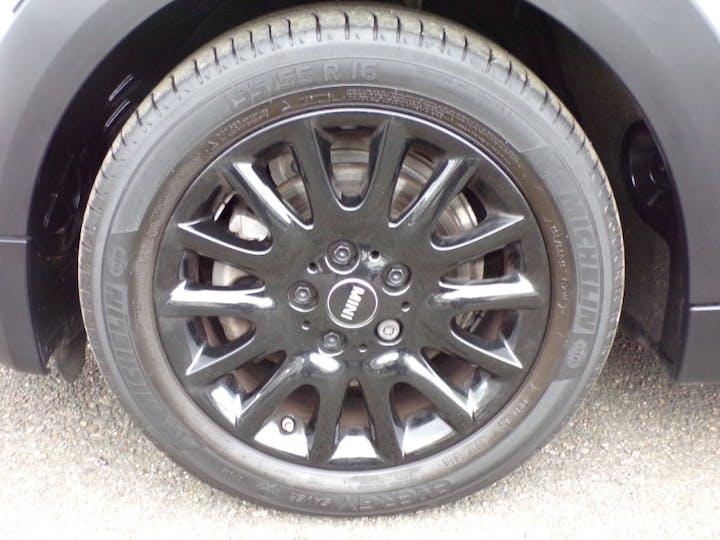 White MINI Hatch Cooper 2016