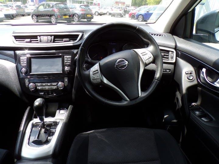 White Nissan Qashqai DCi Acenta Premium 2014