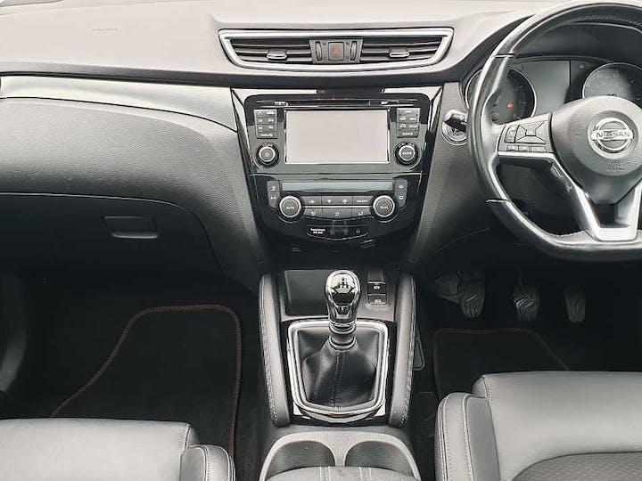 White Nissan Qashqai Tekna Dig-t 2018