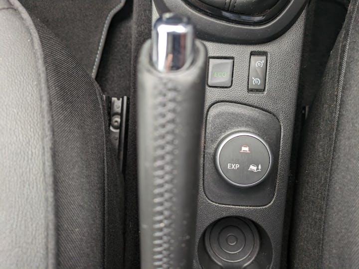 White Renault Captur Iconic Nav Dci 2017
