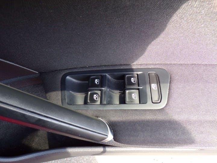 Red Volkswagen Golf 1.6 Match TDI Bluemotion Technology 2016