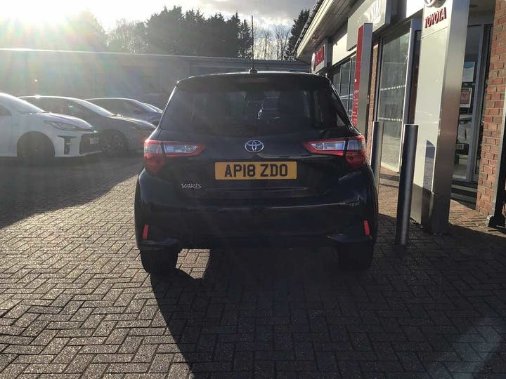 Black Toyota Yaris VVT-i Design 2018