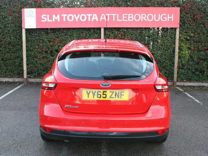 Red Ford Focus Titanium TDCi 2016