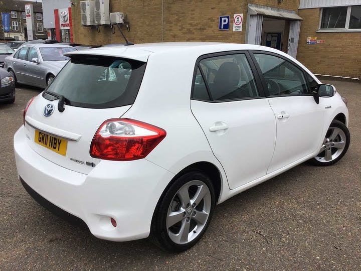 White Toyota Auris T Spirit 2011