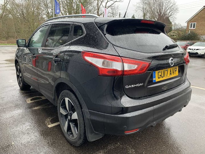 Black Nissan Qashqai N-connecta Dig-t Xtronic 2017