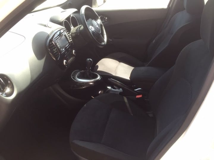 White Nissan Juke N-connecta Dig-t 2016
