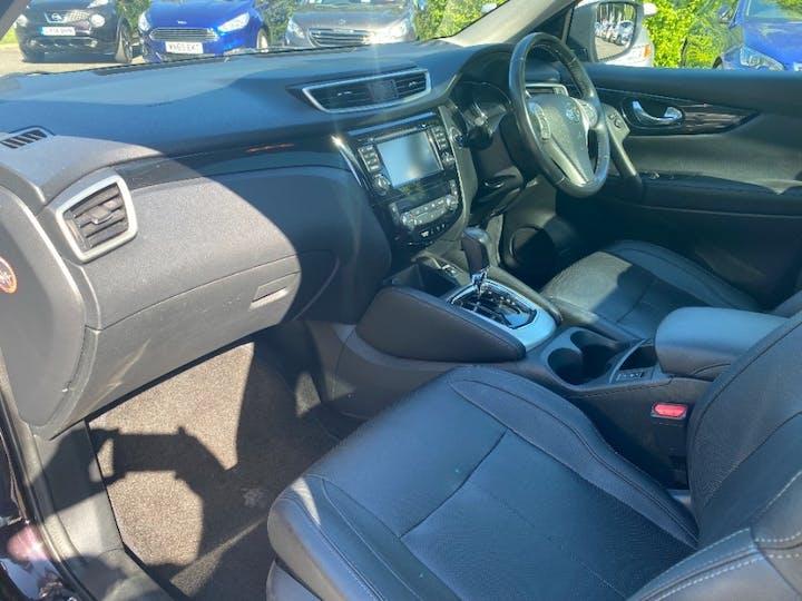 Black Nissan Qashqai DCi Tekna Xtronic 2015